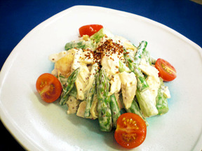 鶏肉とグリーンアスパラガスのマスタード風味サラダ
