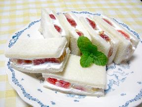 イチジクの生サンドイッチ