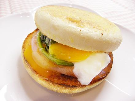 ホウレンソウと卵のマフィンサンド