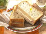 胚芽パンのハムチーズサンド