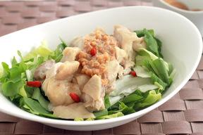 ゆで鶏のニンニク風味 味噌添え