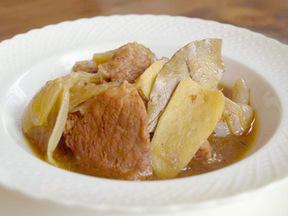 豚肉とタマネギのショウガ煮込み
