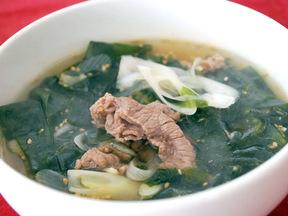 牛肉とわかめの韓国風スープ