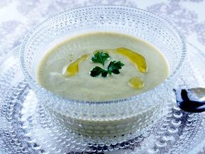 アボカドの冷製スープ 豆乳仕立て