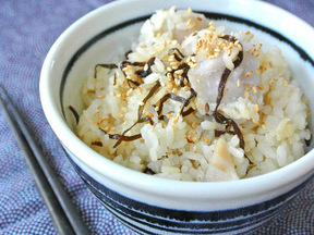 サトイモと塩昆布の炊き込みご飯