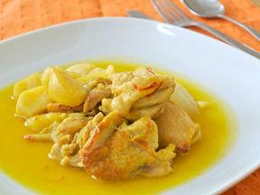 鶏肉とリンゴのサフラン煮