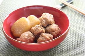 鶏団子とダイコンの甘辛煮