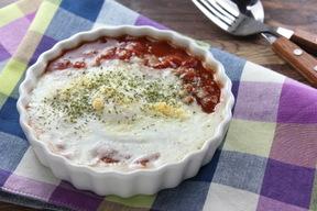 卵のトマトソース焼き