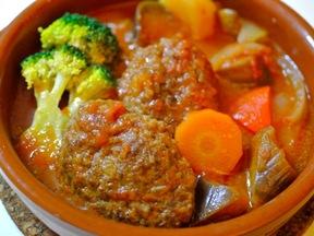 ハンバーグとトマトの野菜煮込み