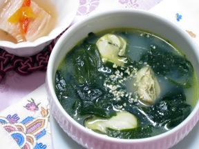 カキとワカメのスープ(クルミヨクク)