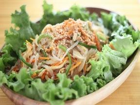炒め野菜とzenパスタの和え物