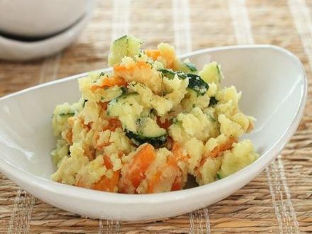ニンジンとジャガイモのカレー風味サラダ