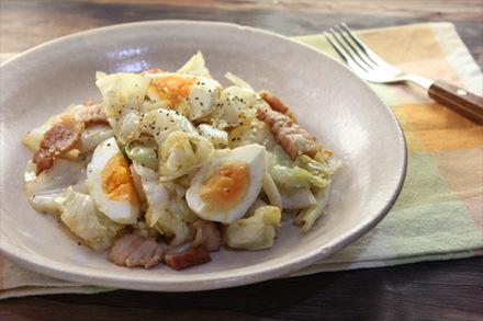 ゆで卵とキャベツのアンチョビソテー