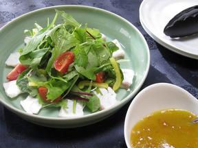 干し柿ドレッシングのタイサラダ