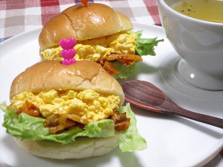 キムチ卵ロールパンサンド