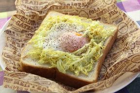 新キャベツと卵のカレートースト