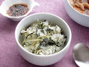 干しダイコンの葉とショウガの炊き込みご飯