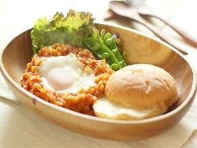エッグのせレンズ豆のトマト煮