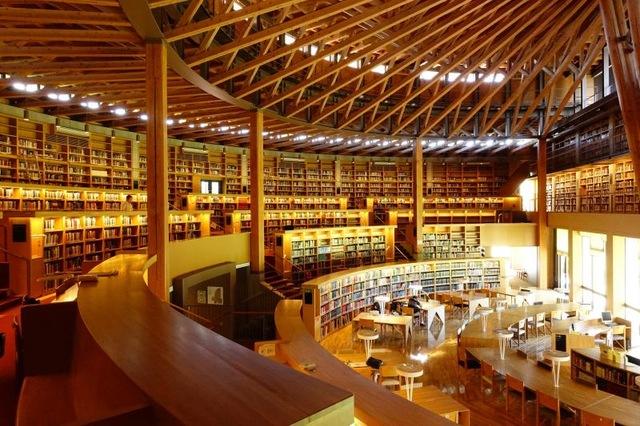 全国の特徴的な図書館のご紹介。最初は「国際教養大学 中嶋記念図書館」