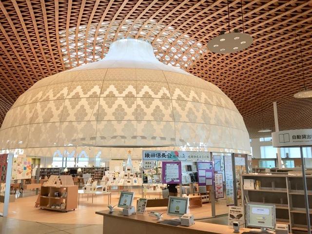 超おしゃれな内装の図書館は、みんなの森ぎふメディアコスモス