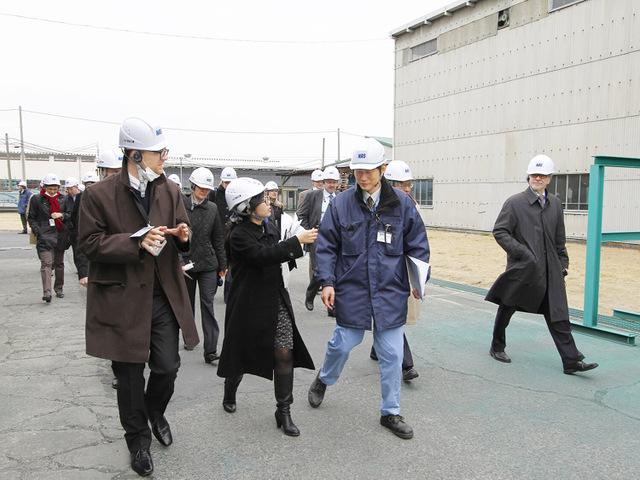 シェルル神戸工場視察風景1